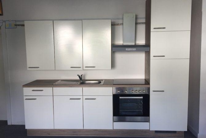 Küchenblock mit E-Geräte